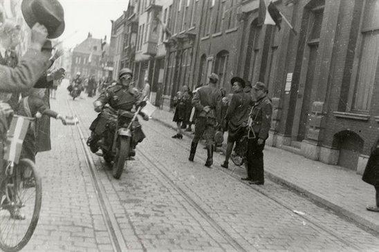 http://www.hetutrechtsarchief.nl/collectie/beeldmateriaal/fotografische_documenten/1940-1950/97699